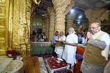 सोमनाथ मंदिर पहुंचे पीएम मोदी, अमित शाह संग की आरती