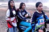 VIDEO: भोपाल में स्पीड का जूनून, ट्रैक पर उतरी लड़कियां