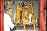 VIDEO: इस मंदिर में पूजन के दागी जाती थीं तोपें