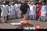VIDEO: मुस्लिम युवाओं ने पाकिस्तान का पुतला फूंका, कहा- नहीं मनाएंगे ईद