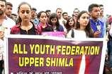 VIDEO: सड़कों पर उतरे शिमला के युवा, कैंडल मार्च निकालकर छात्रा के लिए मांगा न्याय