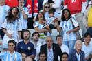 एंटोनेला रोकुजो अक्सर मैसी को चीयर करने के लिए स्टेडियम में दिखाई देती हैं। उनके साथ बच्चे भी होते हैं।
