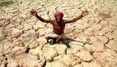 गरीबी से तंग आकर किसान ने खेत में लगाई फांसी