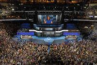 हिलेरी के मंच पर मिशेल ओबामा ने लूटी तालियां