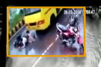 बाइक सवारों पर चढ़ते चढ़ते बची बस, देखें हैरतंगेज Video...
