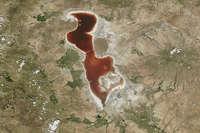 ...जब खूनी रंग में बदल गई ईरान की ये खूबसूरत झील!