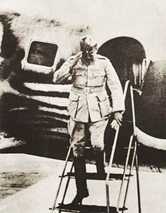 बोस ने शुरुआत से ही पूर्ण स्वतंत्रता की मांग का समर्थन किया था जबकि ऑल इंडिया कांग्रेस कमेटी इसे डॉमिनियन स्टेट्स के द्वारा टुकड़ों में लेने की पक्षधर थी। अंततः लाहौर अधिवेशन में कांग्रेस ने पूर्ण स्वराज की मांग को अपने उद्देश्य के रूप में स्वीकार किया।
