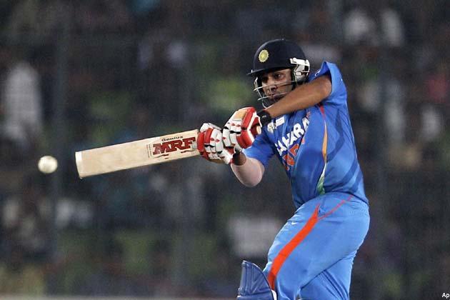भारत की ओर से गौतम गम्भीर और सचिन तेंदुलकर ने पारी की शुरुआत की। पहले ओवर की दूसरी ही गेंद पर मोहम्मद हफीज ने गम्भीर को एलबीडब्ल्यू आउट किया। इस समय भारत का खाता भी नहीं खुला था।