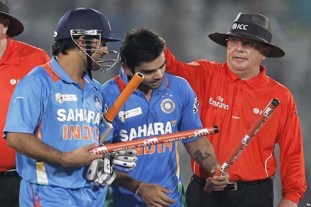 रोहित शर्मा ने 83 गेंदों में पांच चौके और एक छक्के की मदद से 68 रन बनाए। वह 46वें ओवर में आउट हुए। सुरेश रैना 12 और महेंद्र सिंह धौनी चार रन बनाकर नाबाद रहे।</p>   <div class=