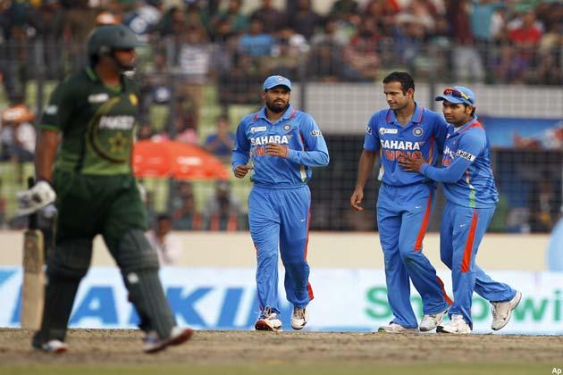 इसके बाद नासिर ने शतक पूरा किया। नासिर ने इसके लिए 98 गेंदों का सामना किया। नासिर 224 रन के कुल योग पर सबसे पहले पवेलियन लौटे।