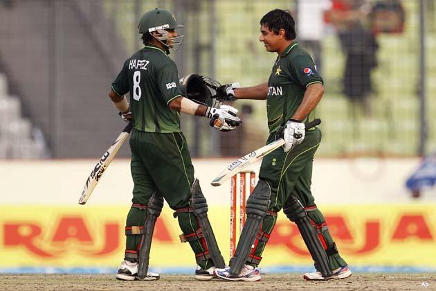 इसके बाद 225 रन के कुल योग पर डिंडा ने हफीज को भी चलता किया। इसके बाद उमर अकमल और यूनिस खान ने तीसरे विकेट के लिए 38 रन जोडे। उमर 273 रनों के कुल योग पर आउट हुए।