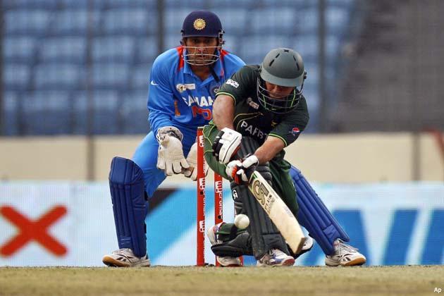 इससे पहले, टॉस जीतकर पहले बल्लेबाजी करने उतरी पाकिस्तानी टीम ने निर्धारित 50 ओवरों की समाप्ति तक छह विकेट पर 329 रन बनाए।