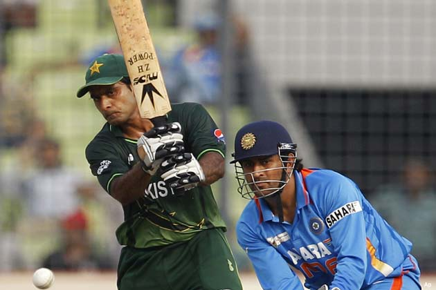 उसके लिए सलामी बल्लेबाज मोहम्मद हफीज ने 105, नासिर जमशेद ने 112 और पूर्व कप्तान यूनिस खान ने 52 रनों की पारी खेली।</p><p>