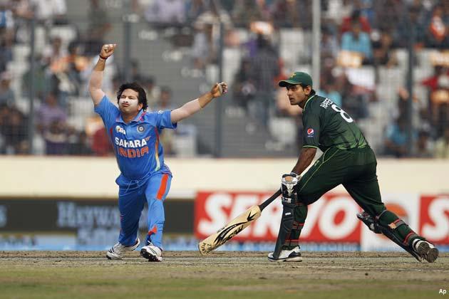 हफीज ने करियर का चौथा और नासिर ने पहला शतक लगाया। उमर अकमल ने भी 28 रन जोड़े। नासिर और हफीज ने पहले विकेट के लिए 224 रन जोड़कर अपनी टीम को मजबूत आधार दिया। </p><p>