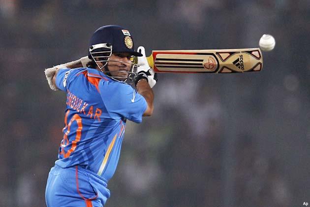 भारत की ओर से विराट कोहली ने 183, सचिन तेंदुलकर ने 52 और रोहित शर्मा ने 68 रनों का योगदान दिया।