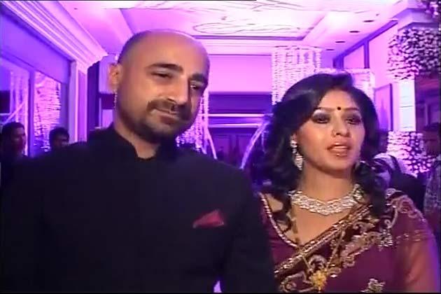 बॉलीवुड की मशहूर गायक सुनिधि चौहान ने शादी कर ली है।