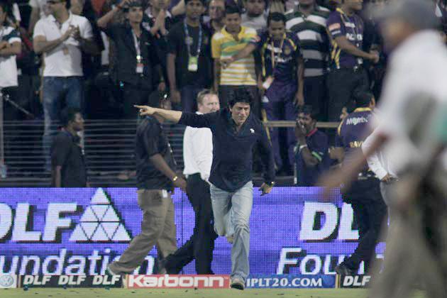 पुणे में अपनी टीम की जीत के बाद वह खुद को रोक नहीं पाए और मैदान पर आकर खूब मस्ती काटी।