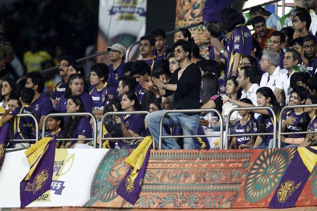 उल्लेखनीय है कि टूर्नामेंट में सर्वाधिक रन बनाने वाले रॉयल चैलेंजर्स बैंगलोर के विस्फोटक सलामी बल्लेबाज क्रिस गेल को ऑरेंज कैप जबकि सर्वाधिक विकेट लेने वाले दिल्ली डेयरडेविल्स के तेज गेंदबाज मोर्ने मोर्कल को पर्पल कैप दिया गया।