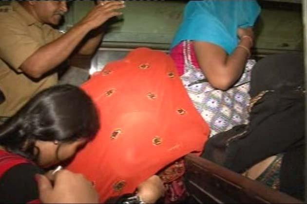 इस छापेमारी में पुलिस ने 9 लड़कियों और कई लोगों को गिरफ्तार किया है।