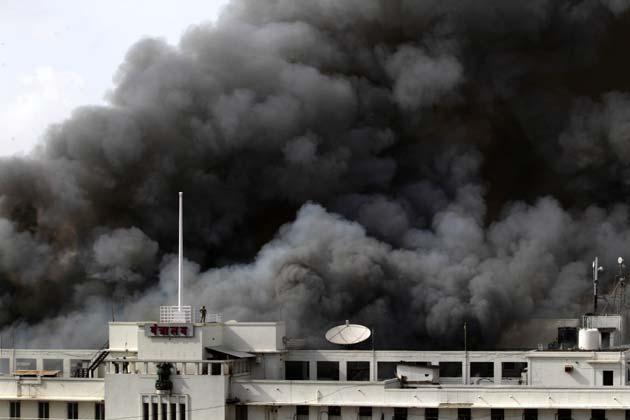 मुंबई में महाराष्ट्र सरकार के मंत्रालय में लगी आग हादसा थी या साजिश इसकी जांच का जिम्मा क्राइम ब्रांच को सौंप दिया गया है।