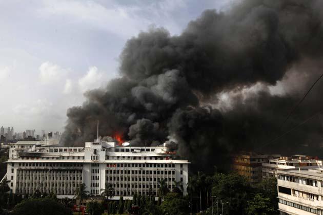 आग इतनी तेजी से कैसे फैली कि देखते ही देखते उसने पूरी इमारत को कब्जे में ले लिया।