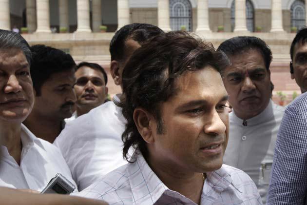 सचिन ने उम्मीद जताई कि नई भूमिका में वो क्रिकेट के अलावा, दूसरे खेलों के लिए भी कुछ बेहतर करने में कामयाब होंगे। (फोटो- AP)