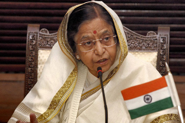 2007: प्रतिभादेवी सिंह पाटिल, 25 जुलाई को देश की पहली महिला राष्ट्रपति बनीं। संप्रग समर्थित प्रतिभा पाटिल को 6,38,116 और राजग समर्थित निर्दलीय उम्मीदवार भैरोसिंह शेखावत को 3,31,306 मत मिले।