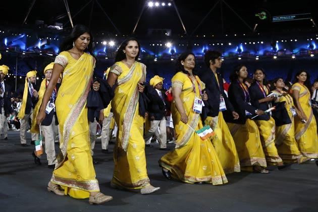 भारतीय ओलम्पिक संघ (आईओए) के महासचिव रणधीर सिंह ने वीआईपी बॉक्स से झंडा दिखाकर भारतीय दल का स्वागत किया।