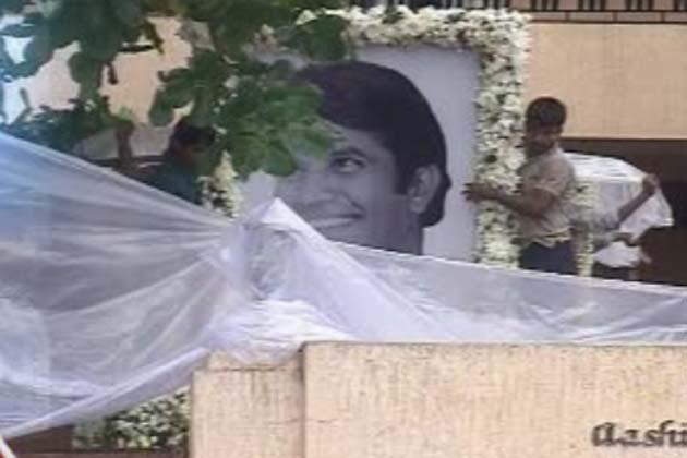 हिंदी सिनेमा के पहले सुपरस्टार का आज अंतिम संस्कार किया जाएगा। राजेश खन्ना के नाती आरव पवनहंस श्मशान घाट में अपने नाना को मुखाग्नि देंगे।