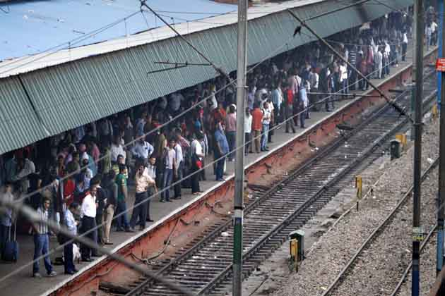 उत्तर भारत में ट्रेनों की सेवा इस वजह से एक बार फिर प्रभावित हुई है।