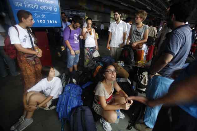 दिल्ली मेट्रो की सेवा पूरी तरह से प्रभावित है।