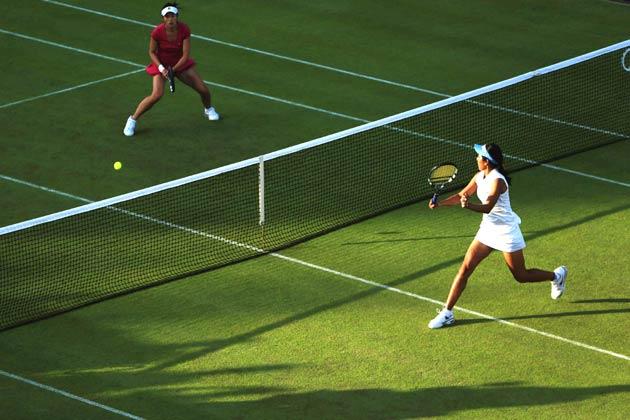 भारत की सानिया मिर्जा और रुश्मी चक्रवर्ती को टेनिस के महिला युगल स्पर्धा के पहले ही दौर में हार का सामना करना पड़ा। शनिवार को खेले गए पहले दौर के मुकाबले में सानिया और रुश्मी चीनी ताइपे की चिया जुंग चुआंग और सु वेई सी से 1-6, 6-3, 1-6 से हार गई।