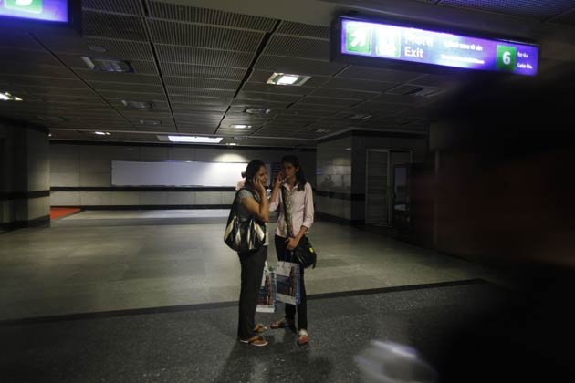 इस बार नॉर्दर्न ग्रिड के साथ-साथ ईस्टर्न ग्रिड भी फेल हो गई जिसके चलते दिल्ली, हरियाणा, पंजाब, उत्तर प्रदेश सरीखे राज्यों में एक बार फिर बिजली गुल हो गई है।