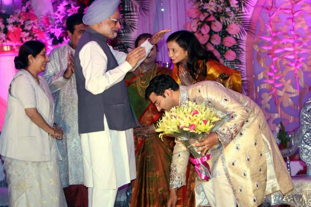 प्रधानमंत्री मनमोहन सिंह और विपक्ष की नेता सुषमा स्वराज। फोटोः पीटीआई (सुभव शुक्ला)