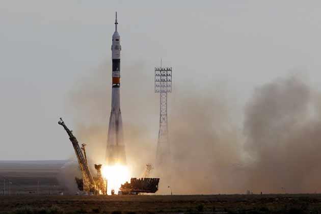 एक बार फिर से इतिहास रचने के लिए भारत की बेटी ने अंतरिक्ष की उड़ान भर ली है। आठ बजकर 10 मिनट पर सुनीता के विमान ने अंतरिक्ष के लिए उड़ान भरी है।