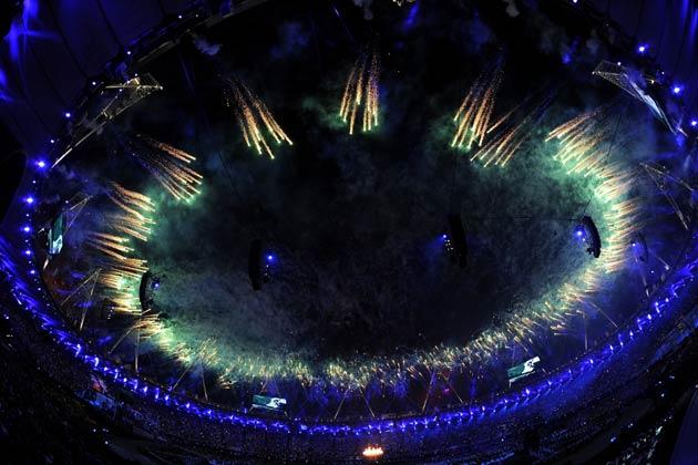 ब्रिटेन में आयोजित होने वाले तीसरे ओलम्पिक की शुरुआत 'टूर डी फ्रांस' के पहले ब्रिटिश विजेता ब्रैडली विग्गन्स के घंटा बजाने के साथ हुई।
