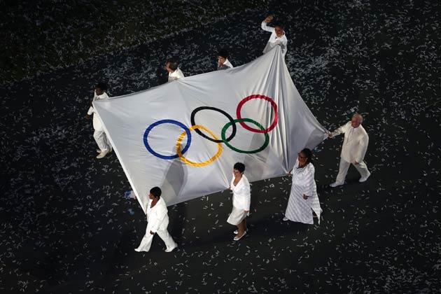 इसके बाद एक-एक करके सभी देशों के एथलीटों ने मार्च पास्ट किया, जिनमें परम्परा के मुताबिक सबसे पहले ग्रीस का दल आया।