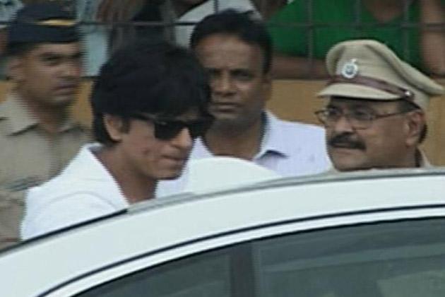 राजेश खन्ना के निधन से पूरा बॉलीवुड और उनके करोड़ों चाहने वाले शोक में डूब गए। अमिताभ बच्चन, अभिषेक बच्चन, शाहरुख खान, सहित बॉलीवुड की कई हस्तियां उन्हे श्रद्धांजलि देने पहुंची।