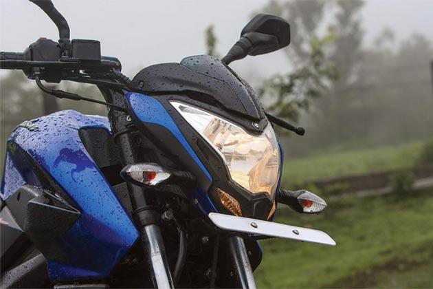 ये बाइक महज 10 सेकेंड में शून्य से 100 किलोमीटर की रफ्तार पकड़ लेती है। कम बज्ट के साथ रेसिंग बाइक चाहने वालों के लिए बाइक एकदम बेहतर विकल्प है।