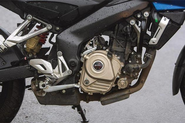 नई स्पोर्टी बाइक 'बजाज पल्सर 200एनएस' में बेहतरीन हैंडलिंग, दोहरा स्पार फ्रेम और मोनोशॉक सस्पेंशन यूनिट पिछले हिस्से में लगा है।
