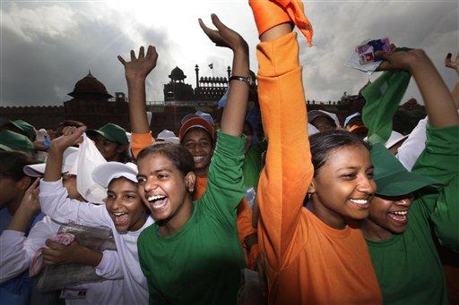 'जश्न ए आजादी मनाने में डूबा भारत, तस्वीरों में देखें नजारा