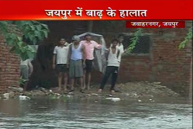जयपुर की ये बारिश लोगों के लिए आफत की बारिश बन गई है।