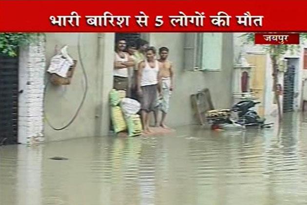 इससे जयपुर का जनजीवन प्रभावित हुआ है।