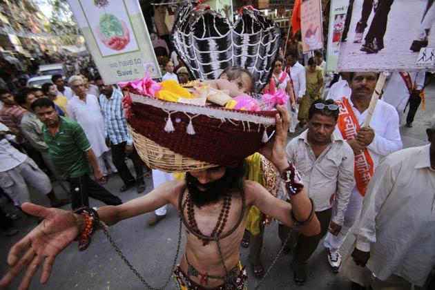 आज भी मुंबई के अलग अलग हिस्सों में दही हांडी फोड़ने का कार्यकक्रम किया जा रहा है।