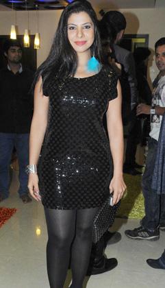 संभावना सेठ ने कई आइटम नंबर के साथ कुछ भोजपुरी फिल्मों में भी काम किया है। इस ब्लैक कलर की ड्रेस में वो काफी स्टाइलिश लग रहीं थीं।