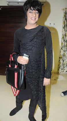 डिजायनर रोहित वर्मा पार्टी में शामिल थे।