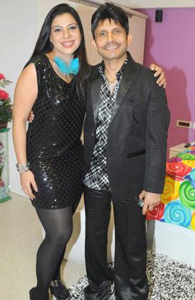 पार्टी में कमाल खान एक्ट्रेस संभावना सेठ के साथ।