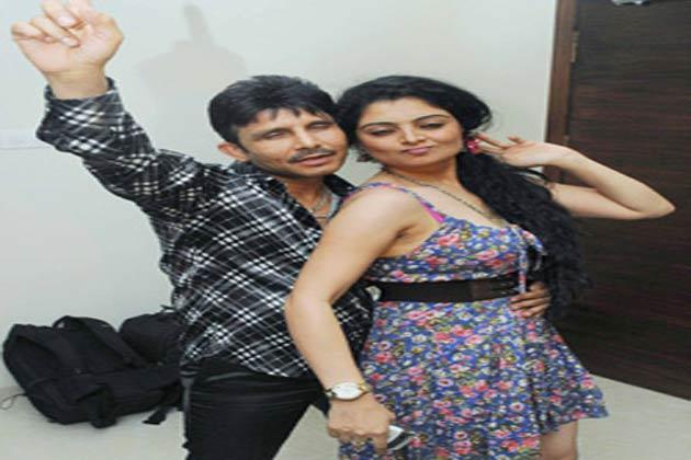 हमेशा किसी न किसी विवाद में फंसे रहने वाले अभिनेता और प्रोड्यूसर कमाल राशिद खान ने नए घर लेने की खुशी में मुंबई में अपने घर में पार्टी का आयोजन किया। इस दौरान बॉलीवुड की कई हस्तियों ने पार्टी में शिरकत की।