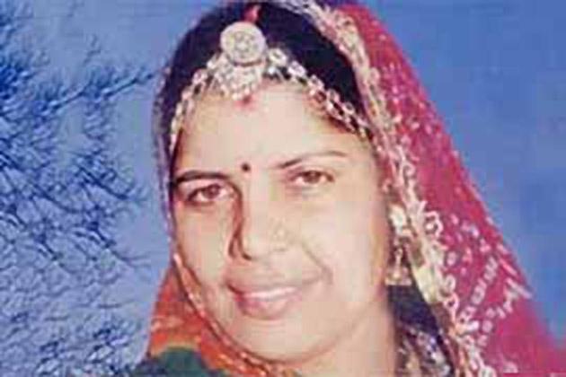 भंवरी देवी केस के बाद भीलवाडा़ डेयरी अध्यक्ष रतनलाल चौधरी की पत्नी पारस देवी की मौत ने भी राजस्थान सरकार पर दाग लगा दिया। इस केस में प्रदेश के वन राज्यमंत्री रामलाल जाट की भूमिका पर सवाल उठे।
