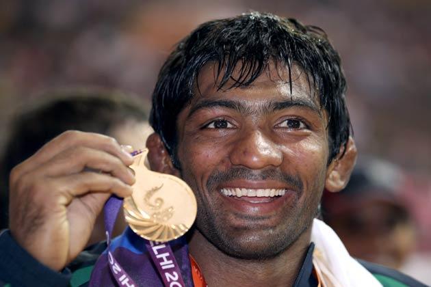 भारतीय रेसलर योगेश्वर दत्त ने 2010 कॉमनवेल्थ गेम्स में कुश्ती(60 किग्रा फ्री-स्टाइल) में गोल्ड मेडल जीता थआ।
